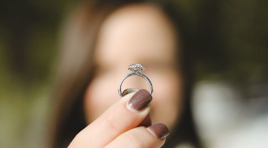 Should you propose without a ring?